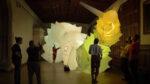 Robots gigantes hechos de aire y tela