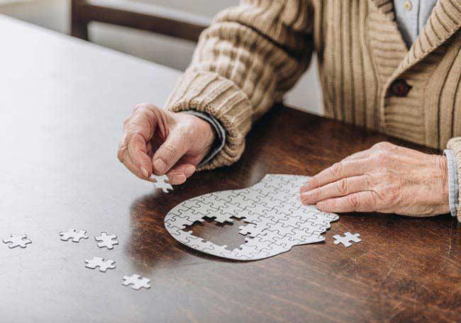 Fragilidad y deterioro cognitivo en adultos mayores